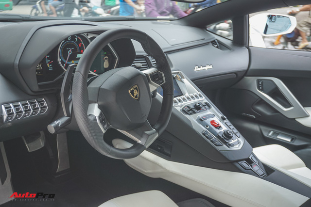 Lamborghini Aventador Roadster bất ngờ xuất hiện tại Sài Gòn - Ảnh 8.