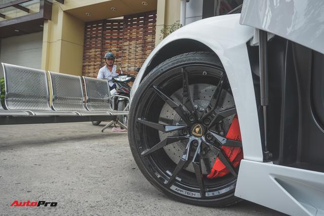 Lamborghini Aventador Roadster bất ngờ xuất hiện tại Sài Gòn - Ảnh 6.