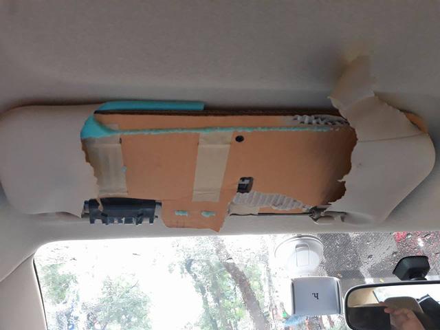 Chuyên gia sản phẩm Toyota Việt Nam phủ nhận tấm che nắng làm từ bìa carton - Ảnh 1.