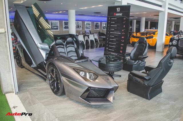 Mổ xẻ Lamborghini Aventador để làm bàn ghế uống nước - Ảnh 2.