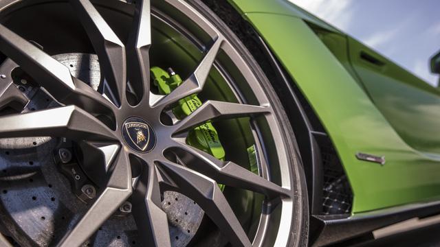 4 điều khiến Lamborghini Aventador S trở nên đặc biệt - Ảnh 5.