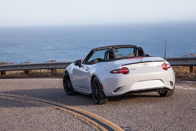 8 lựa chọn cho người đủ tiền mua Toyota Camry nhưng chỉ thích xe thể thao - Ảnh 2.