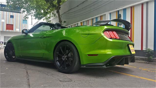 Ford Mustang mui trần độ khủng được bán lại với giá 2,35 tỷ đồng - Ảnh 2.