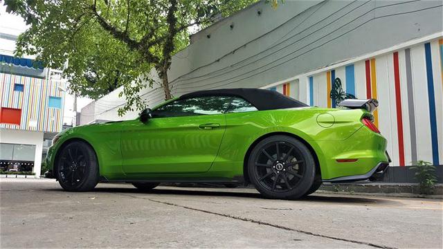 Ford Mustang mui trần độ khủng được bán lại với giá 2,35 tỷ đồng - Ảnh 4.