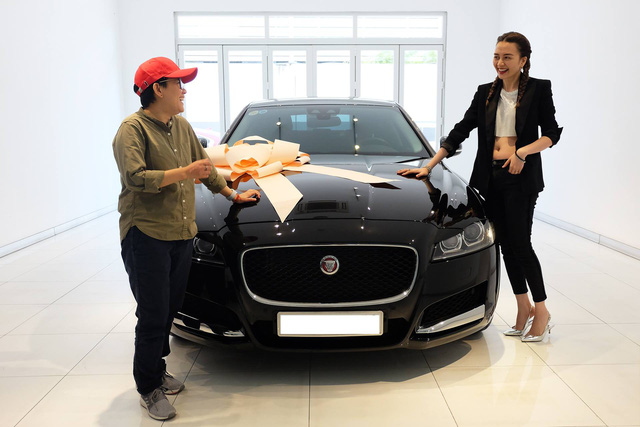 Thiều Bảo Trang, Phương Uyên tậu Jaguar XF hơn 3 tỷ đồng - Ảnh 4.