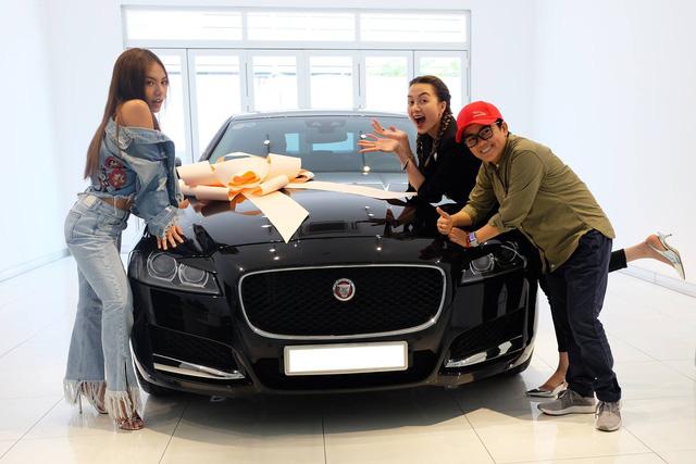 Thiều Bảo Trang, Phương Uyên tậu Jaguar XF hơn 3 tỷ đồng - Ảnh 5.
