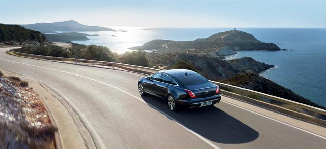 Jaguar ra mắt XJ50 chúc mừng sinh nhật chiếc sedan sau nửa thế kỷ tồn tại - Ảnh 4.