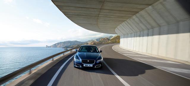 Jaguar ra mắt XJ50 chúc mừng sinh nhật chiếc sedan sau nửa thế kỷ tồn tại - Ảnh 5.