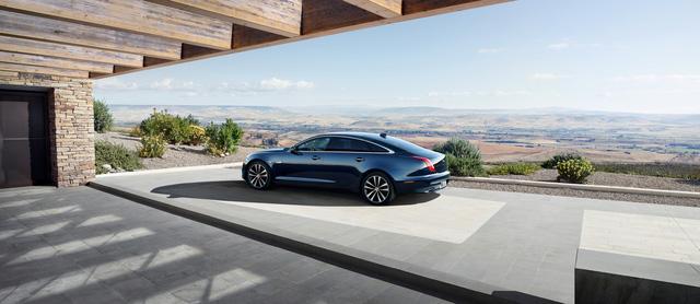 Jaguar ra mắt XJ50 chúc mừng sinh nhật chiếc sedan sau nửa thế kỷ tồn tại - Ảnh 6.
