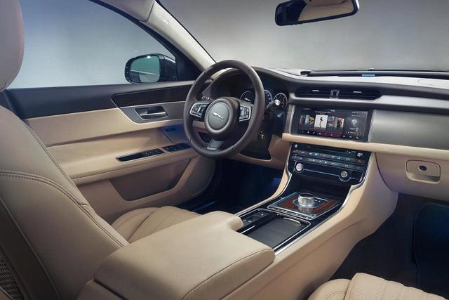 Thiều Bảo Trang, Phương Uyên tậu Jaguar XF hơn 3 tỷ đồng - Ảnh 7.