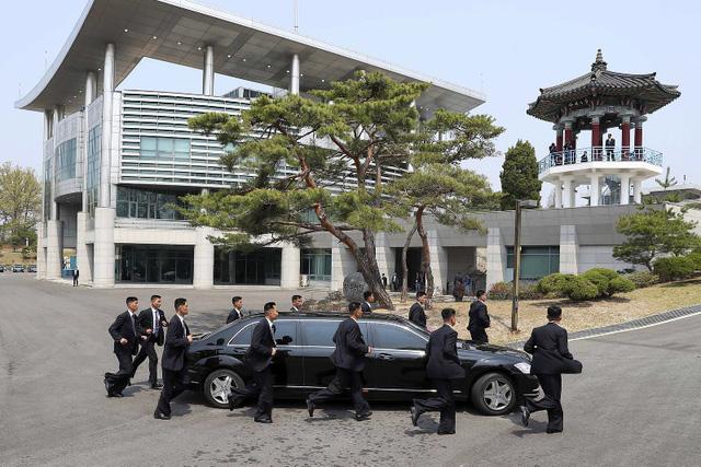 Khám phá bộ đôi Mercedes-Benz bọc thép của lãnh đạo Triều Tiên và tổng thống Hàn Quốc - Ảnh 2.