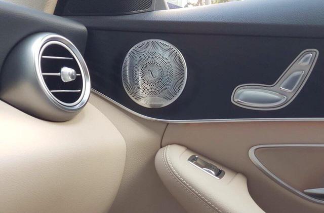 Cạnh tranh BMW 3-Series của THACO, Mercedes-Benz C-Class thêm nâng cấp, giá không đổi - Ảnh 1.