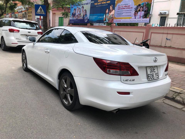 Đi hơn 8 năm, mui trần hạng sang Lexus IS250c mất nửa giá tại Hà Nội - Ảnh 3.