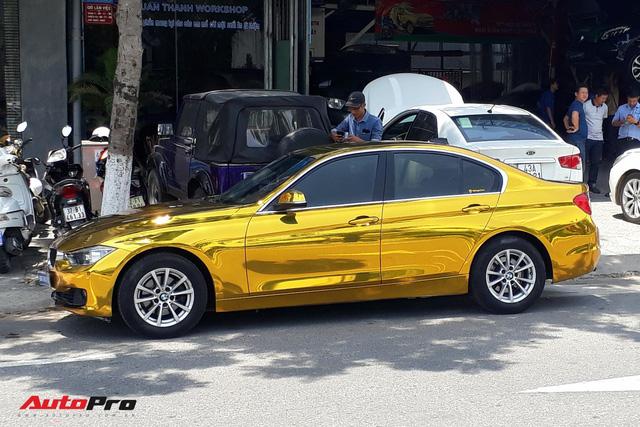 """Kỳ công """"dát vàng"""" phong cách dân chơi UAE cho chiếc BMW của chủ khách sạn tại Đà Nẵng - Ảnh 1."""