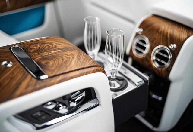 Rolls-Royce Cullinan chính hãng giá trên 41,2 tỷ đồng đã có đại gia Việt đặt hàng - Ảnh 10.
