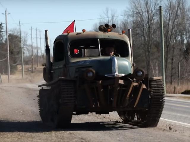Dân chơi biến xe tăng thành ô tô để chuyên off-road - Ảnh 1.