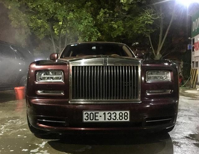 Rolls-Royce Phantom Lửa Thiêng và Maybach 62S của đại gia Hà Nội ngao du tại Huế - Ảnh 1.