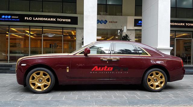 Ông chủ tập đoàn FLC tậu thêm Rolls-Royce Ghost dát vàng khủng nhất Việt Nam - Ảnh 2.
