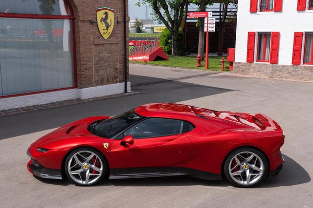 Ra mắt Ferrari SP38 - Siêu xe có 1-0-2 cho đại gia nhiều của lắm tiền - Ảnh 1.