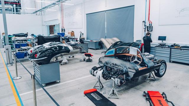 Đây là kho tàng xe cổ bí mật của Jaguar Land Rover - Ảnh 17.