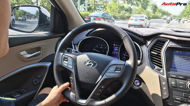 Người dùng Hyundai Santa Fe CKD lắp thêm công nghệ đã bị cắt bỏ: Đáng nâng cấp - Ảnh 1.