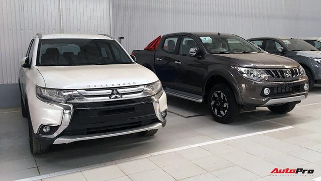 Tăng giá, Mitsubishi Outlander tự làm khó mình trong cuộc đua với Honda CR-V - Ảnh 1.