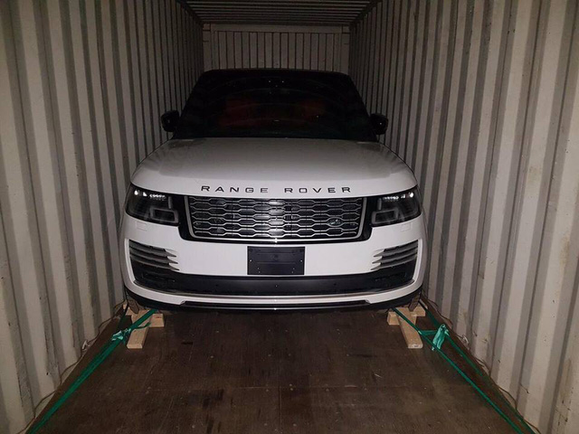 Range Rover HSE 2018 đầu tiên về Việt Nam, giá hơn 8 tỷ đồng - Ảnh 1.