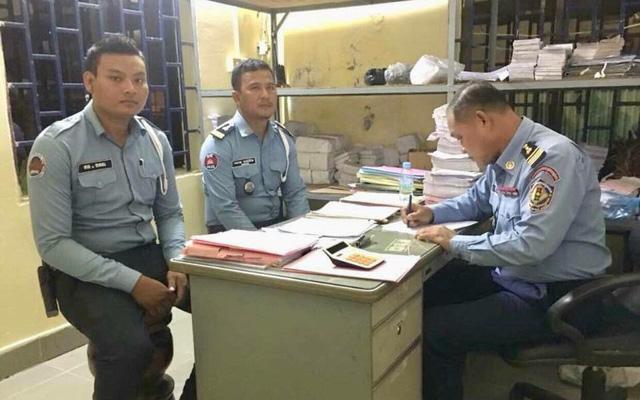 Nhận hối lộ của biker Việt, hai cảnh sát giao thông Campuchia có nguy cơ bị đuổi khỏi ngành 1