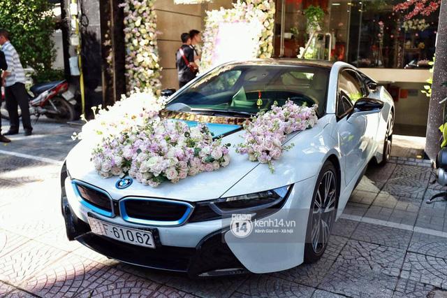 Diệp Lâm Anh lên xe hoa BMW i8 về nhà chồng - Ảnh 1.