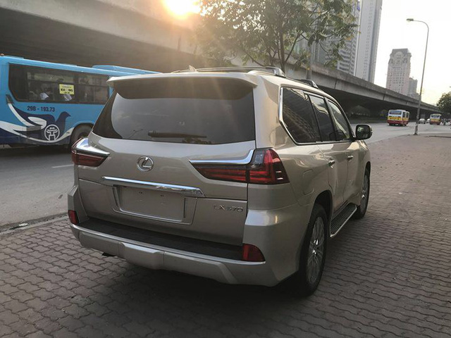 Lexus LX570 2018 bản Mỹ về Việt Nam, giá tăng vọt lên mức gần 9,2 tỷ đồng - Ảnh 4.