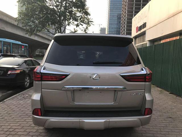 Lexus LX570 2018 bản Mỹ về Việt Nam, giá tăng vọt lên mức gần 9,2 tỷ đồng - Ảnh 6.