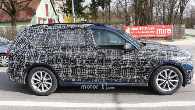 BMW dùng pha lê Swarovski trang trí cần gạt số cho SUV lớn nhất sắp ra mắt - Ảnh 1.