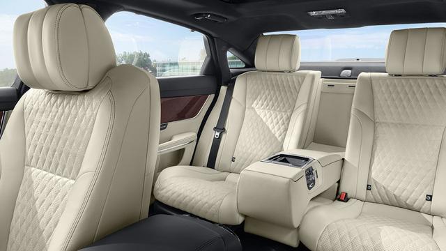 4 mẫu xe sedan hạng sang có tầm giá hơn 10 tỷ đồng tại Việt Nam - Ảnh 15.