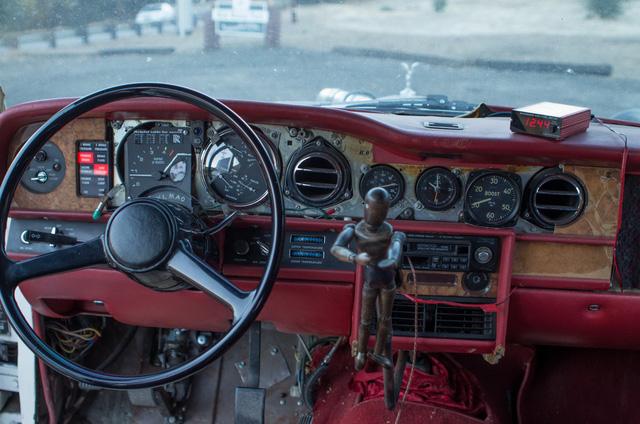 Xe siêu sang Rolls-Royce độ như xe phế liệu, dùng hộp số Ford, vành Porsche - Ảnh 9.