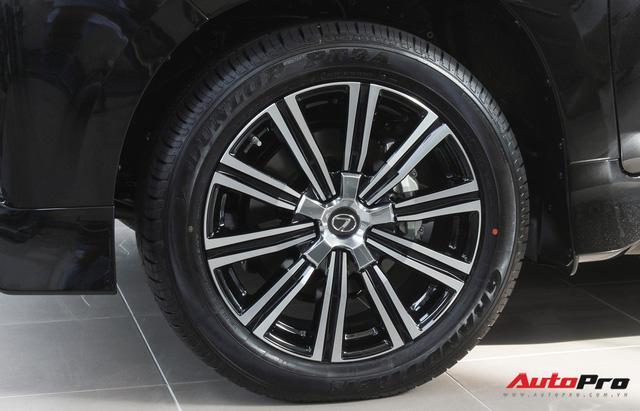 Giá gần 10 tỷ đồng, Lexus LX570 Super Sport vẫn ùn ùn về Việt Nam cho các tay chơi nhà giàu - Ảnh 15.