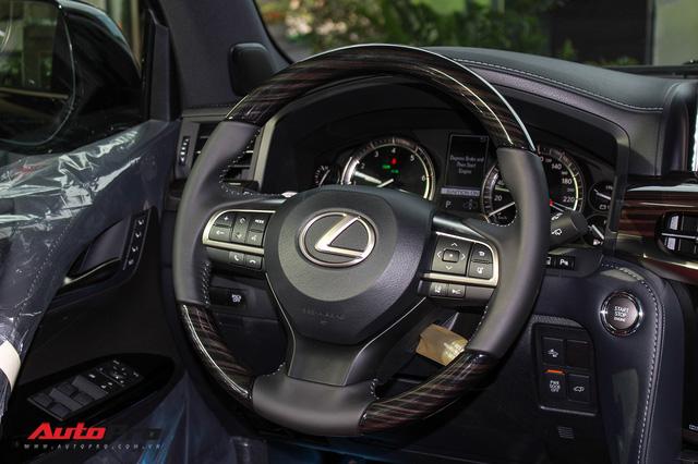 Giá gần 10 tỷ đồng, Lexus LX570 Super Sport vẫn ùn ùn về Việt Nam cho các tay chơi nhà giàu - Ảnh 16.
