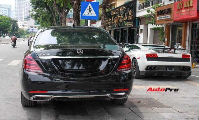 Vừa ra mắt, Mercedes-Benz S450 L 2018 đã lăn bánh trên đường, cặp cùng Lamborghini độc nhất Việt Nam - Ảnh 2.