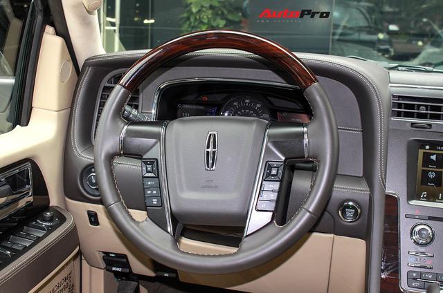 Cùng phân khúc Lexus LX570, Lincoln Navigator L 2016 được chào bán giá chỉ 5,8 tỷ đồng - Ảnh 21.