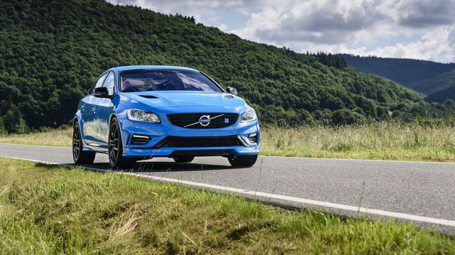 Biết gì về Volvo S60 2019 ra mắt trong tháng này?