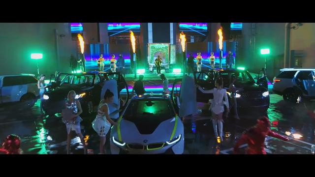 Siêu xe, siêu sang xuất hiện trong MV của Soobin Hoàng Sơn, Mr.A và Cường Seven - Ảnh 6.