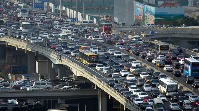 Trung Quốc định vị, gắn chip theo dõi từng xe bán ra từ năm sau - Ảnh 1.