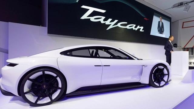 Đọc tên mẫu xe hoàn toàn mới của Porsche là Taycan thế nào cho đúng?