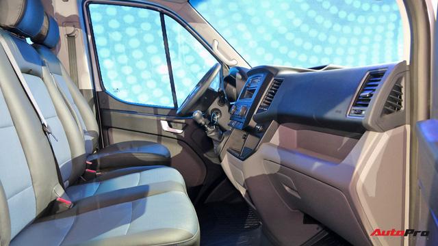 Chênh hơn 160 triệu đồng, Hyundai Solati có gì vượt trội hơn Ford Transit để chiều thượng đế Việt? - Ảnh 8.