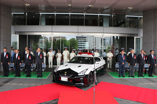 Đại gia bí ẩn tặng Nissan GT-R cho lực lượng cảnh sát Nhật Bản - Ảnh 2.