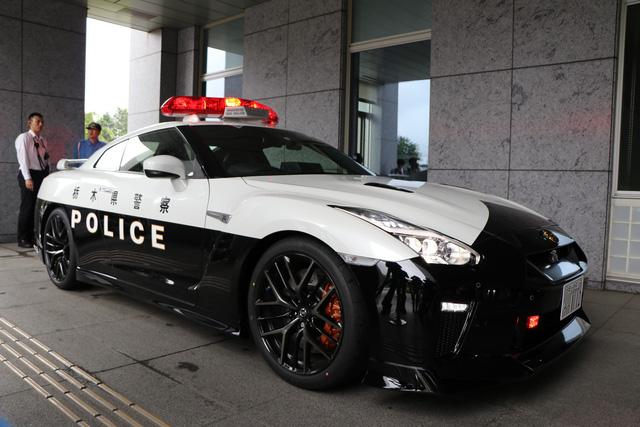 Đại gia bí ẩn tặng Nissan GT-R cho lực lượng cảnh sát Nhật Bản - Ảnh 4.