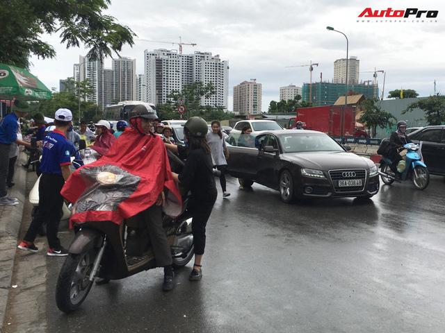 Nam thanh, nữ tú đi thi bằng xe sang tiền tỷ ở Hà Nội - Ảnh 6.