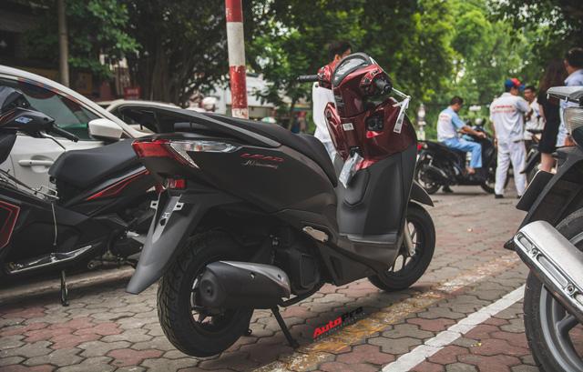 Chi tiết Honda LEAD đen mờ mới - Lựa chọn ngầu của chị em Ninja - Ảnh 2.