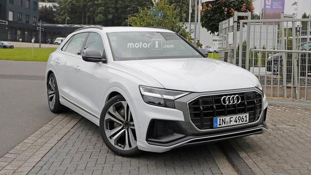 Audi SQ8 trắng không tì vết, nhìn như đã hoàn chỉnh lộ diện ngoài đường - Ảnh 1.