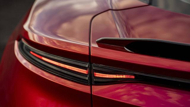 Aston Martin chính thức trình làng DBS Superleggera làm tín đồ siêu xe phát cuồng - Ảnh 8.