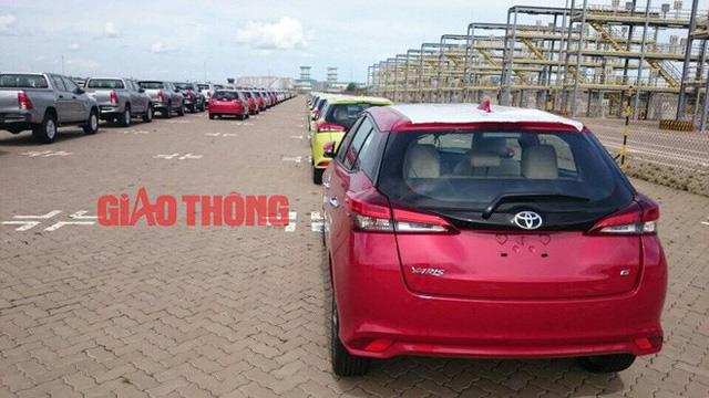 Cận cảnh Toyota Yaris bản vừa cập cảng Việt Nam, giá không đổi - Ảnh 1.